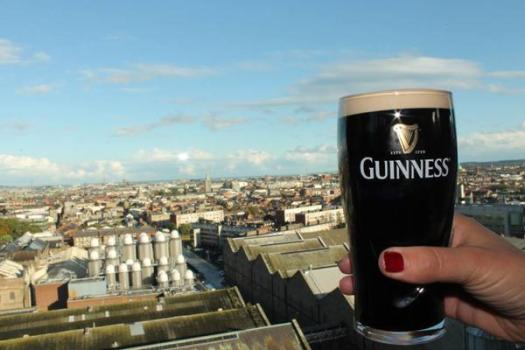 Guinness red nail