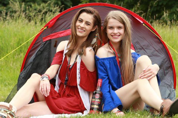 2 young women